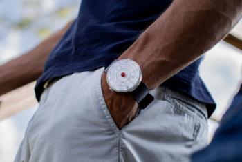 Klok 01 und Klok 01 5th Anniversary von Klokers – lassen Sie sich Ihre Zeit von einem  Zeitberechnungsgerät anzeigen