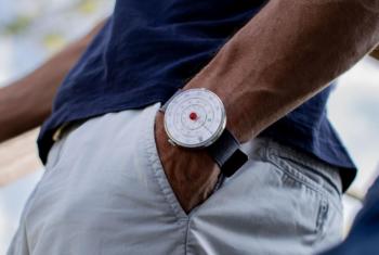 Klok 01 et Klok 01 5th Anniversary de Klokers – L'heure affichée par un dispositif de calcul du temps.